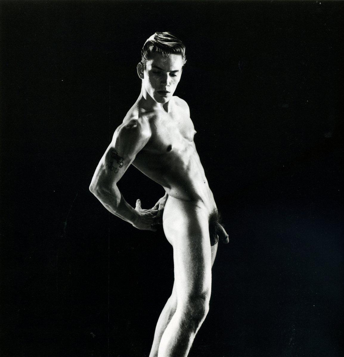 Nude gay dance