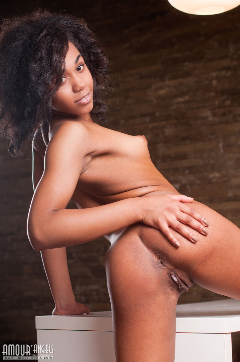 cute nude black hirls