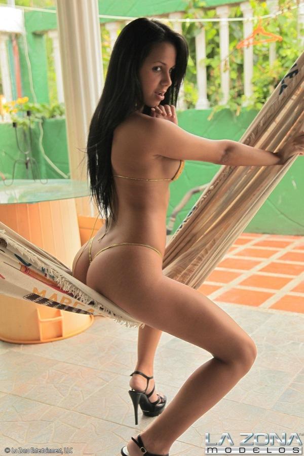 bikini topless Latina