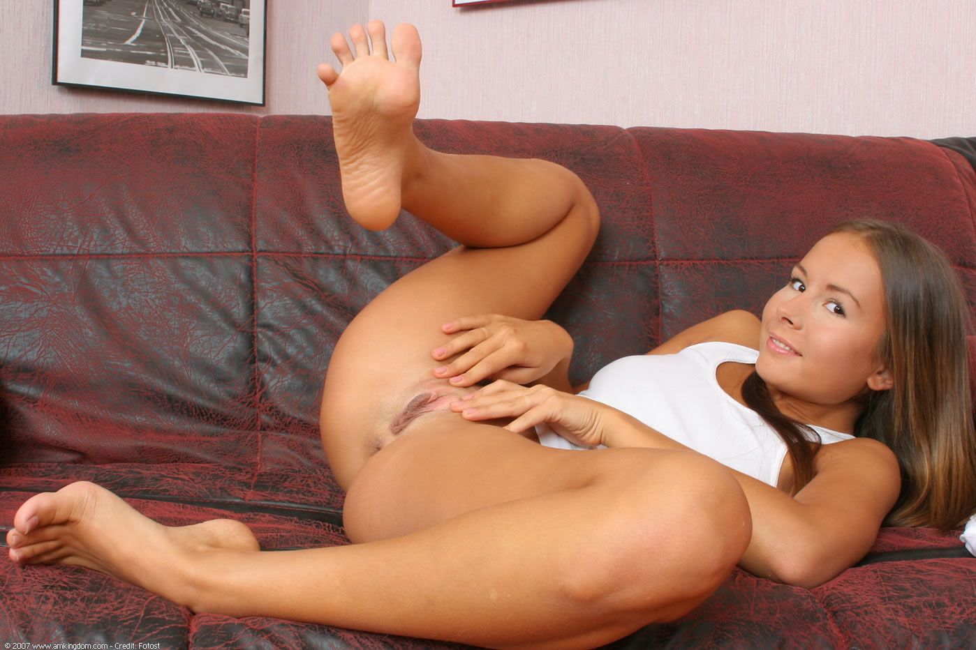 nude women showing feet
