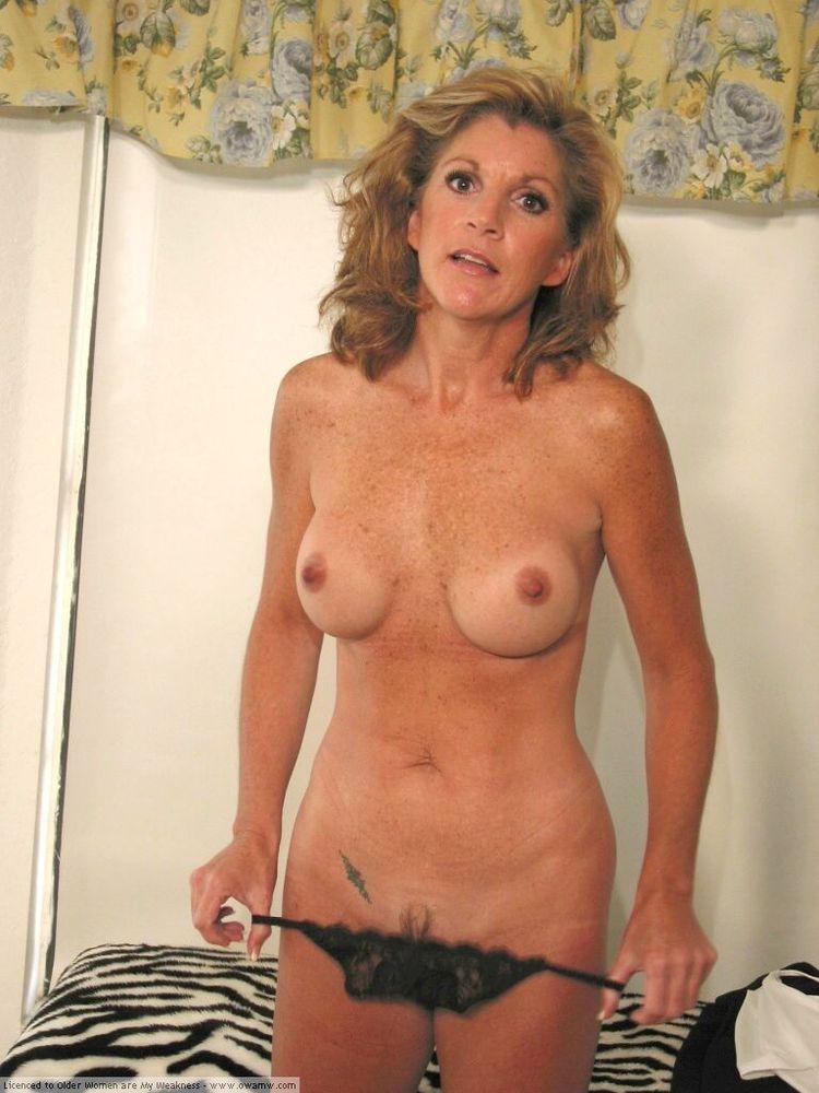 Slender sexy dancer fucking vagina rubber member