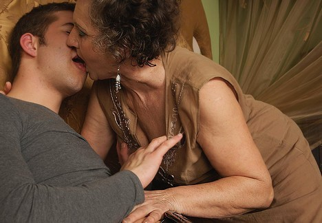 women kissing Mature french