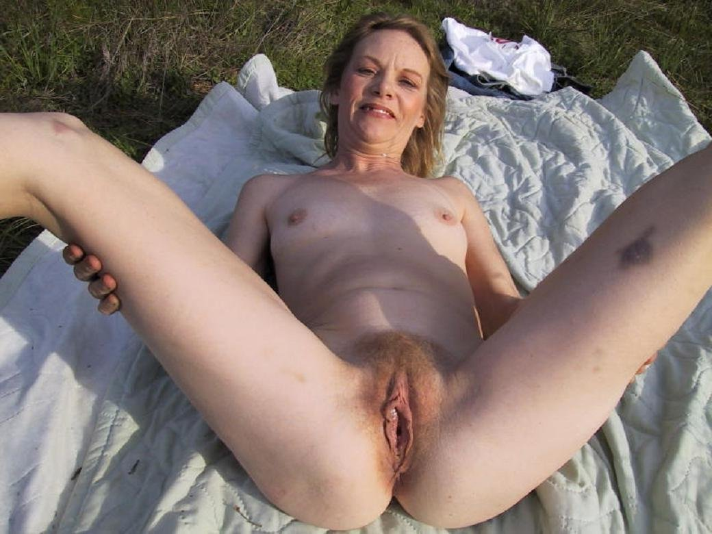 outdoors Beautiful nude grannies